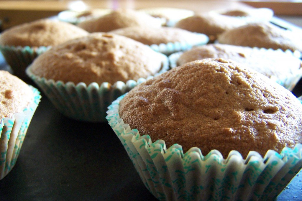 """""""Fairy cakes close up on tray"""" by User:Lcarsdata - Own work created using Kodak DX6490 Digital Camera.. Licensed under CC BY-SA 3.0 via Commons - https://commons.wikimedia.org/wiki/File:Fairy_cakes_close_up_on_tray.jpg#/media/File:Fairy_cakes_close_up_on_tray.jpg"""