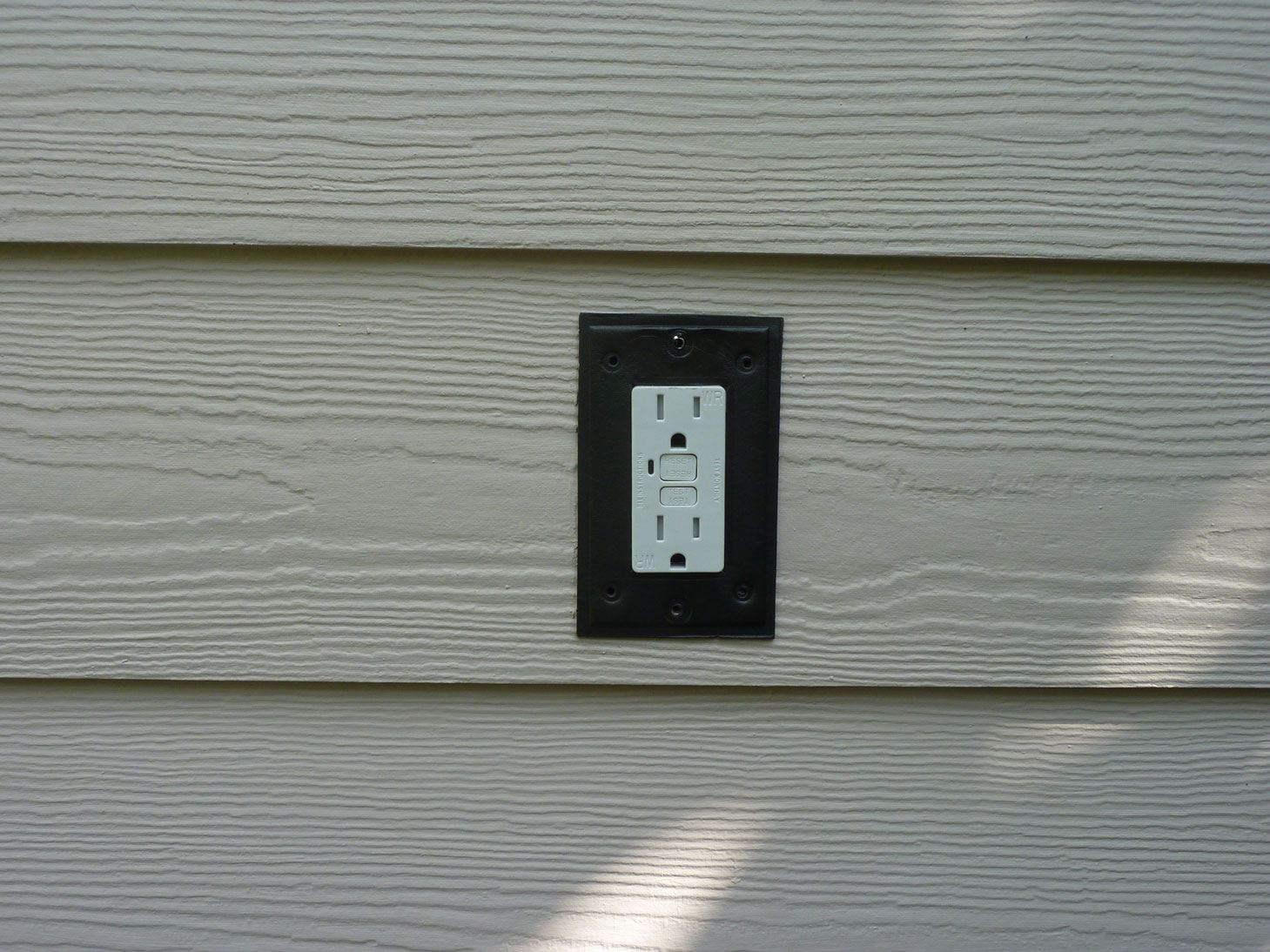 out door outlet non-water proof